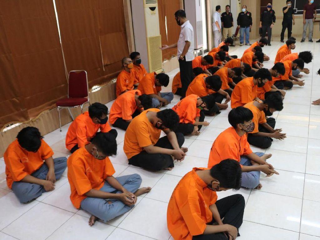 Bawa Senjata Tajam Hendak Tawuran, 28 ABG di Bekasi Diamankan