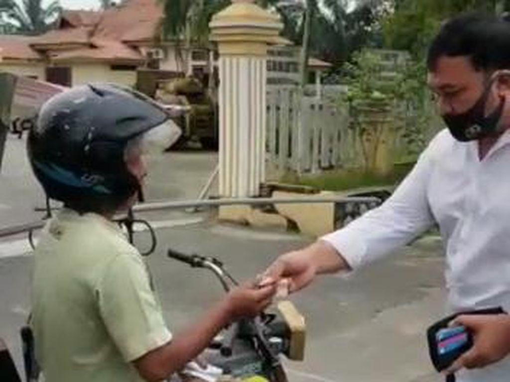Video Akal-akalan Pemotor Kabur Hindari Razia Masker di Polman