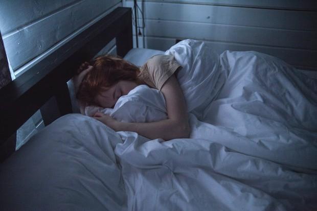 Tidur yang cukup agar dapat dengan mudah mengatasi stres.
