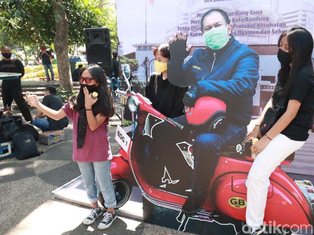 Urang Bandung Bisa Bonceng dan Selfie Vespa Walikota atau Harley