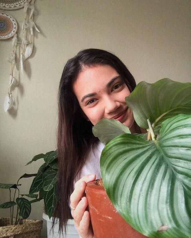Potret Haico yang gemar merawat tanaman di rumah.