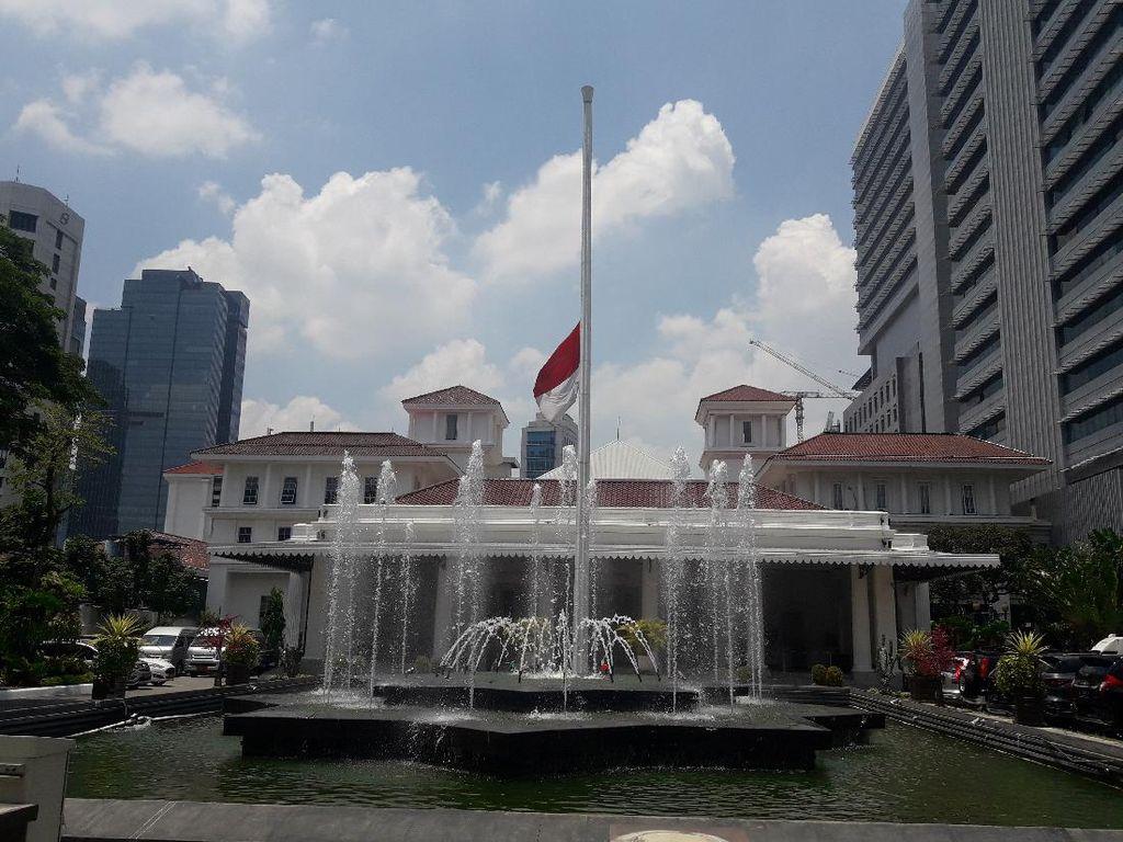 Peringati 30 September, Balai Kota DKI Kibarkan Bendera Setengah Tiang