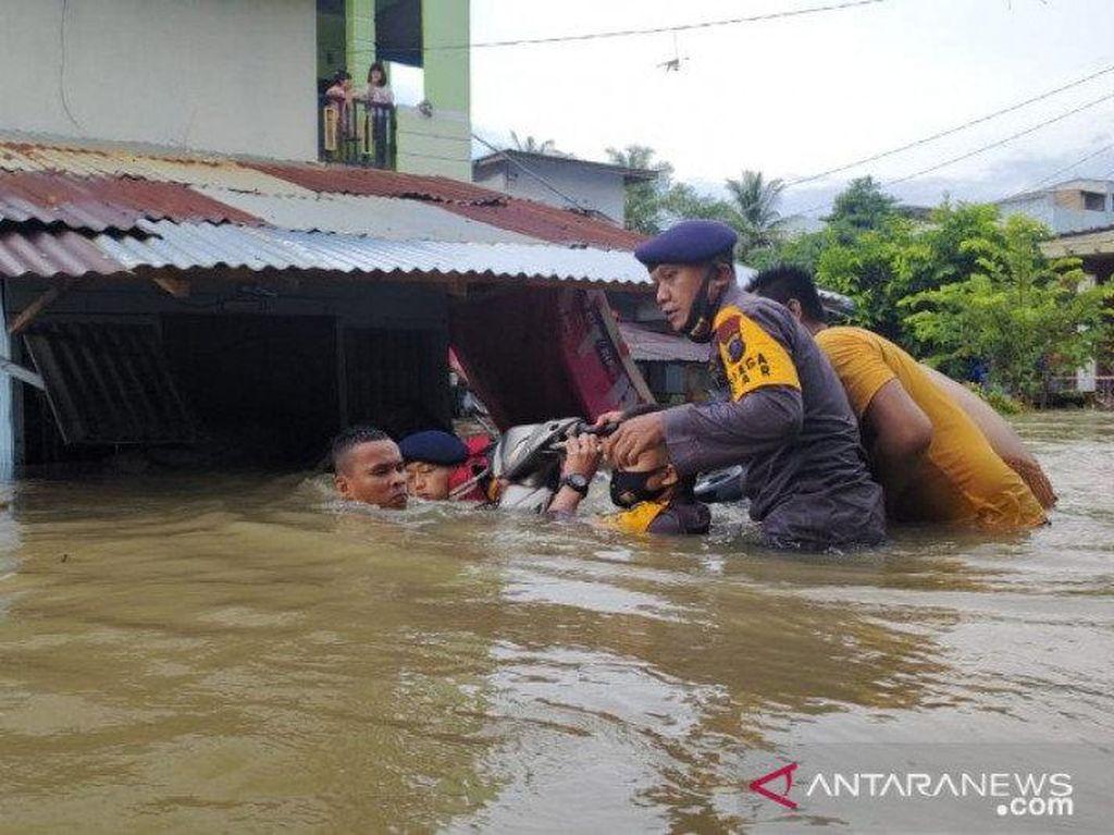 Sungai Meluap, Ratusan Rumah di Binjai Sumut Terendam Banjir