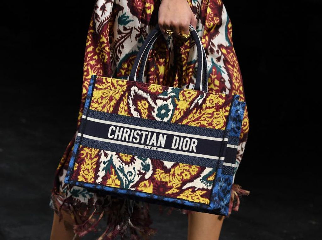 Keren, Kain Endek Bali Dikirim ke Prancis untuk Dior