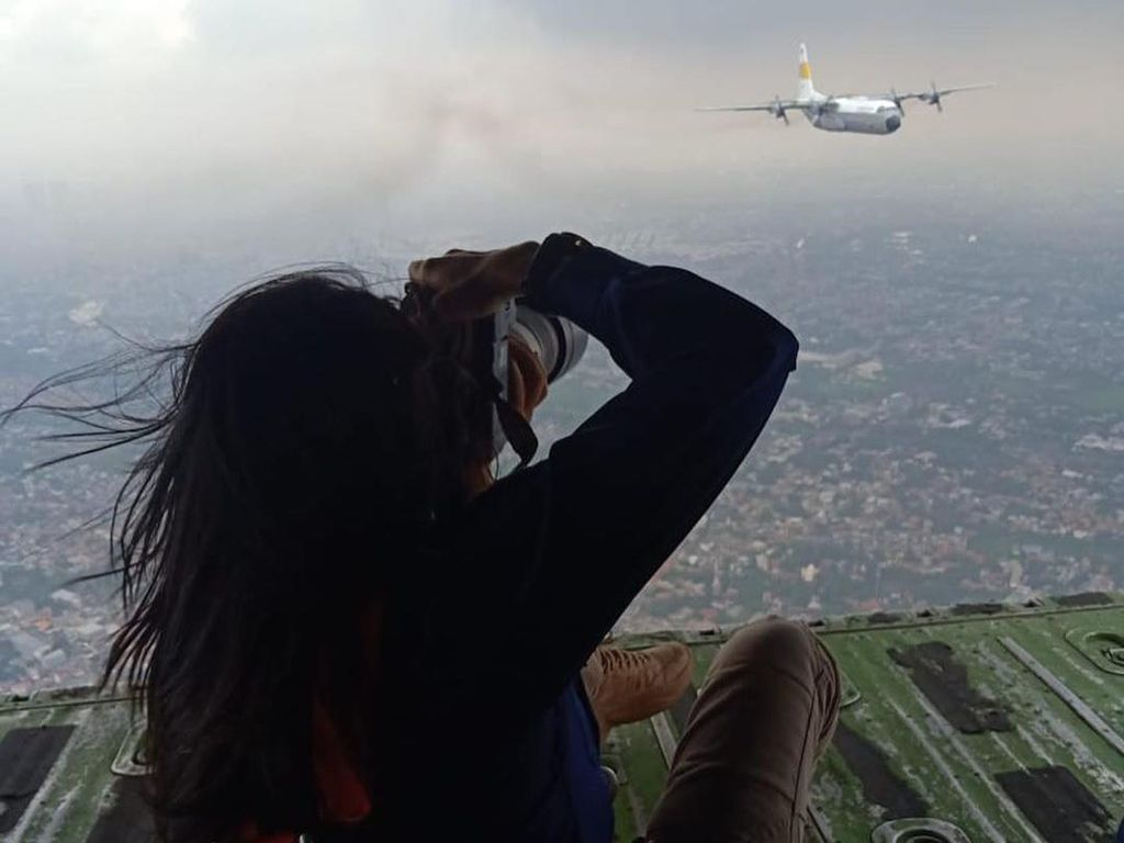 Kisah Sasan Tantang Angin dan Bahaya Demi Foto Pesawat Tempur