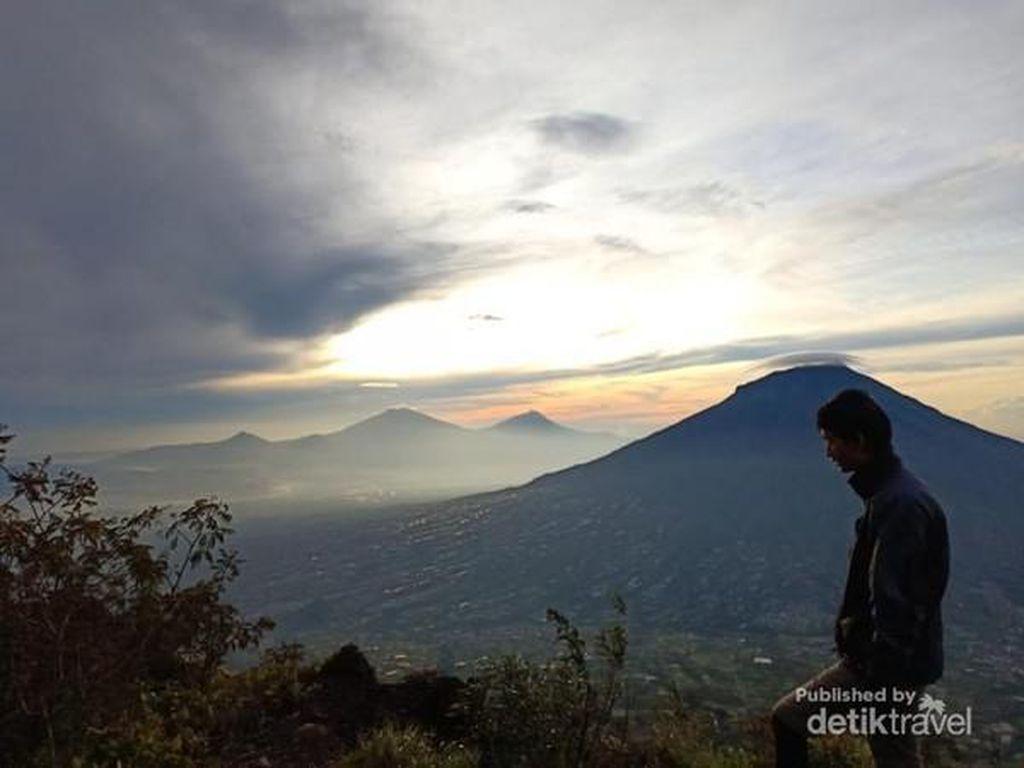Pendakian Gunung Sindoro via Kledung Tutup Lagi di Oktober