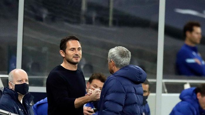 LONDON, ENGLAND - SEPTEMBER 29: Jose Mourinho, Manager of Tottenham Hotspur greets Frank Lampard, Manager of Chelsea prior to the Carabao Cup fourth round match between Tottenham Hotspur and Chelsea at Tottenham Hotspur Stadium on September 29, 2020 in London, England. Football Stadiums around United Kingdom remain empty due to the Coronavirus Pandemic as Government social distancing laws prohibit fans inside venues resulting in fixtures being played behind closed doors. (Photo by Matt Dunham - Pool/Getty Images)