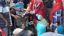 Orang Tua Korban Tewas Pabrik Kayu dI Probolinggo Syok Lalu Pingsan