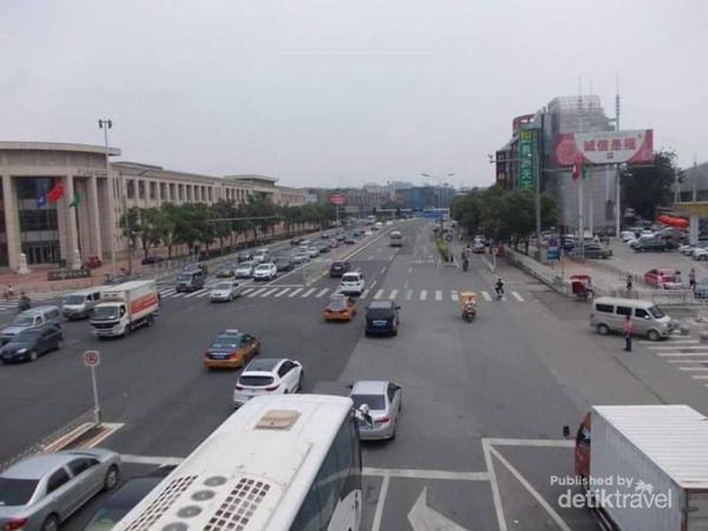 Potret Suasana Beijing dari Sekitar Jingtailong Plaza Hotel