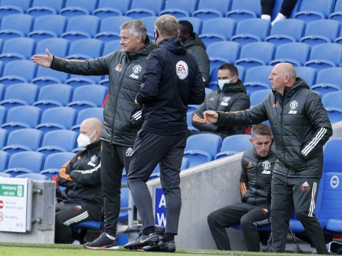 Manchester Uniteds manager Ole Gunnar Solskjaer, left gestures as he spakes to the 4th official during the English Premier League soccer match between Brighton Hove Albion and Manchester United in Brighton, England, Saturday, Sept. 26, 2020. (John Sibley/Pool via AP)