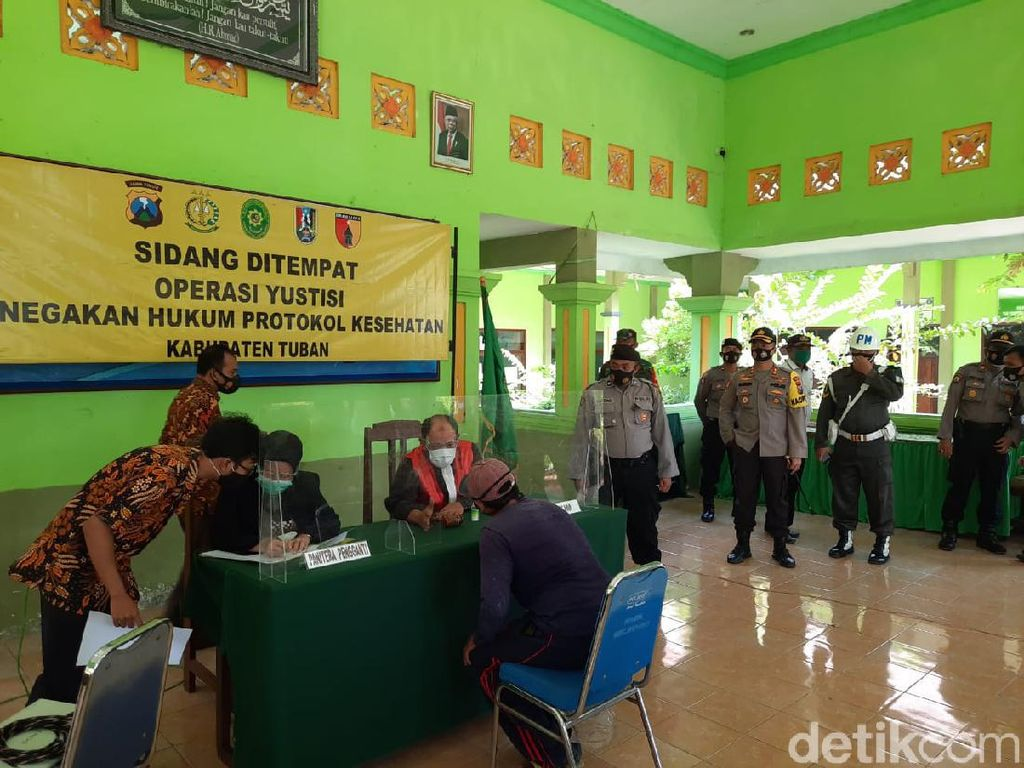 Pelanggar Protokol Kesehatan di Perbatasan Tuban Langsung Jalani Sidang