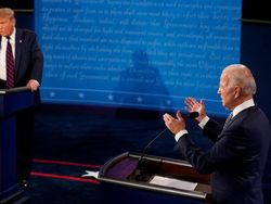 Lihat Aksi Parodi Debat Capres AS Trump Vs Biden di SNL