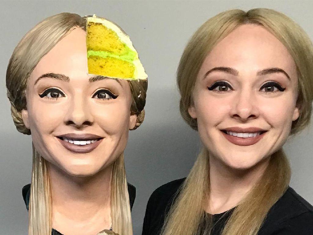Keren! Baker Ini Berhasil Bikin Kue Persis Wajahnya Sendiri