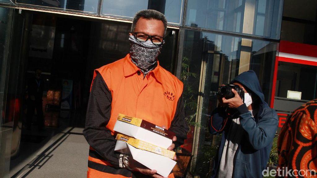Tersangka Korupsi Rp 202 M Ini Hepi Banget Bawa 2 Nasi Kotak