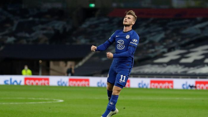 LONDON, ENGLAND - SEPTEMBER 29: Timo Werner of Chelsea celebrates after scoring his teams first goal during the Carabao Cup fourth round match between Tottenham Hotspur and Chelsea at Tottenham Hotspur Stadium on September 29, 2020 in London, England. Football Stadiums around United Kingdom remain empty due to the Coronavirus Pandemic as Government social distancing laws prohibit fans inside venues resulting in fixtures being played behind closed doors. (Photo by Matt Dunham - Pool/Getty Images)