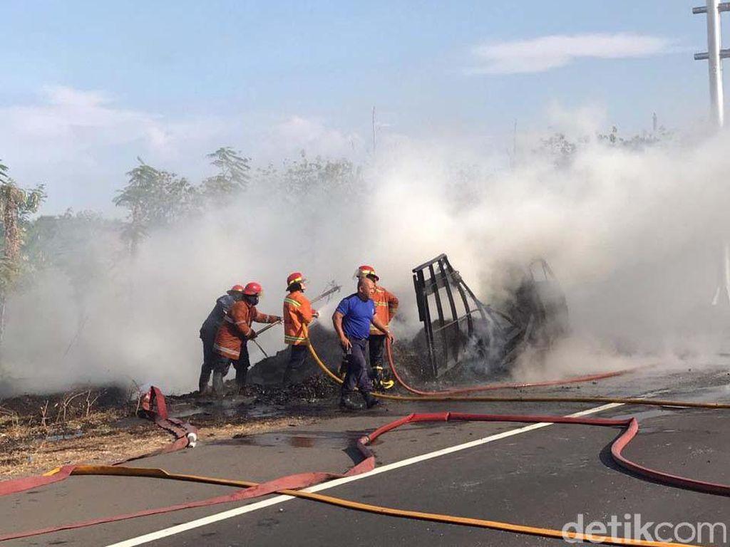 Tak Ada Korban, Kebakaran Truk Muat Sampah di Tol Sidoarjo Berlangsung 45 Menit
