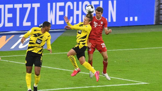 MUNICH, GERMANY - SEPTEMBER 30: Bayern Munich's Thomas Muller scores their second goal during the Supercup 2020 match between FC Bayern München and Borussia Dortmund at Allianz Arena on September 30, 2020 in Munich, Germany. (Photo by Andreas Gebert - Pool/Getty Images )