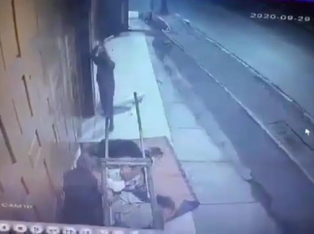 Pak RT Cerita Detik-detik Mengerikan Pemulung Bekasi Dihantam Balok