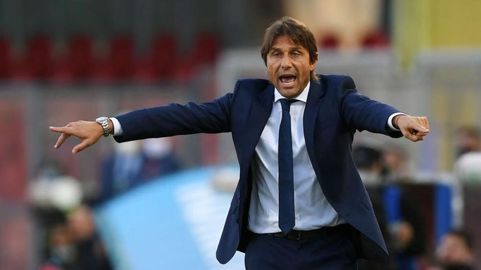 BENEVENTO, ITALY - SEPTEMBER 30: Antonio Conte FC Internazionale coach during the Serie A match between Benevento Calcio and FC Internazionale at Stadio Ciro Vigorito on September 30, 2020 in Benevento, Italy. (Photo by Francesco Pecoraro/Getty Images)