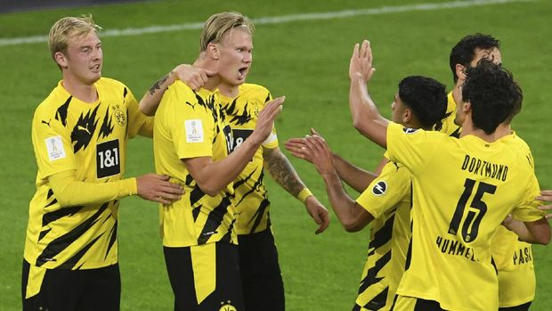Dortmund's Erling Haaland. second from left, celebrates with teammates after scoring his side second goal during the German Bundesliga Supercup soccer match between FC Bayern Munich and Borussia Dortmund in Munich, Germany, Wednesday, Sept. 30, 2020. (Andreas Gebert/Pool via AP)