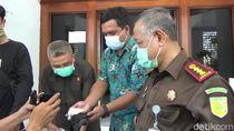 Beras Bansos Bercampur Plastik Kembali Ditemukan di Purwakarta