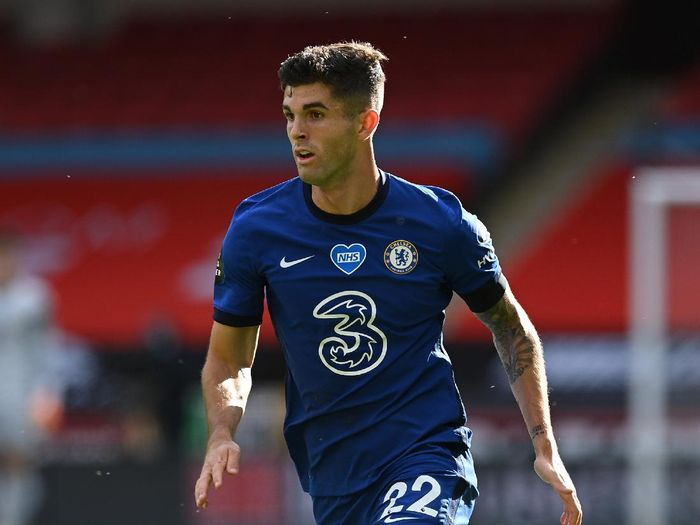 SHEFFIELD, ENGLAND - JULY 11:  Christian Pulisic of Chelsea runs with the ball during the Premier League match between Sheffield United and Chelsea FC at Bramall Lane on July 11, 2020 in Sheffield, England. Football Stadiums around Europe remain empty due to the Coronavirus Pandemic as Government social distancing laws prohibit fans inside venues resulting in all fixtures being played behind closed doors. (Photo by Shaun Botterill/Getty Images)
