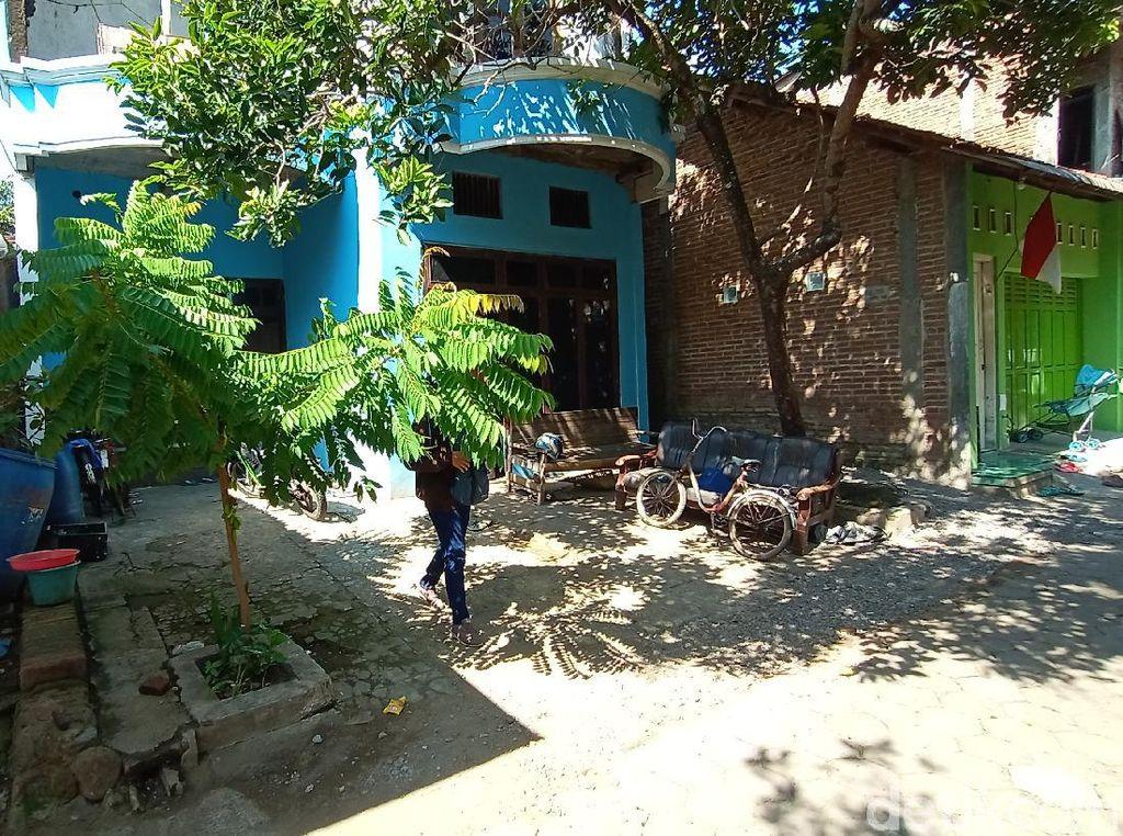 Densus Geledah Rumah Terduga Teroris yang Ditangkap di Rembang