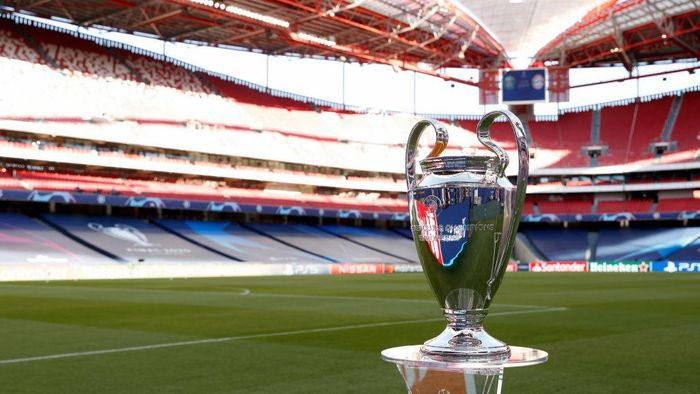 LISBON, PORTUGAL - AUGUST 23: A detailed view of the Champions League Trophy prior to the UEFA Champions League Final match between Paris Saint-Germain and Bayern Munich at Estadio do Sport Lisboa e Benfica on August 23, 2020 in Lisbon, Portugal. (Photo by Matt Childs/Pool via Getty Images)