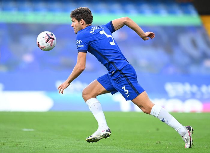 LONDON, ENGLAND - SEPTEMBER 20: Marcos Alonso of Chelsea in action during the Premier League match between Chelsea and Liverpool at Stamford Bridge on September 20, 2020 in London, England. (Photo by Michael Regan/Getty Images)