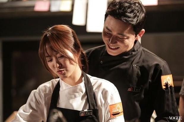 Dikemas dengan cerita menarik dan kemampuan aktris Park Bo Young memerankan dua orang sekaligus.