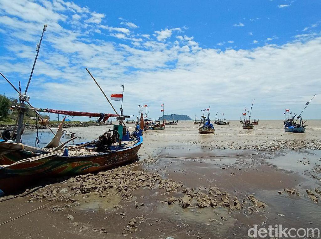 Tentang Air Laut Surut di Pantai Benteng Portugis Jepara yang Viral