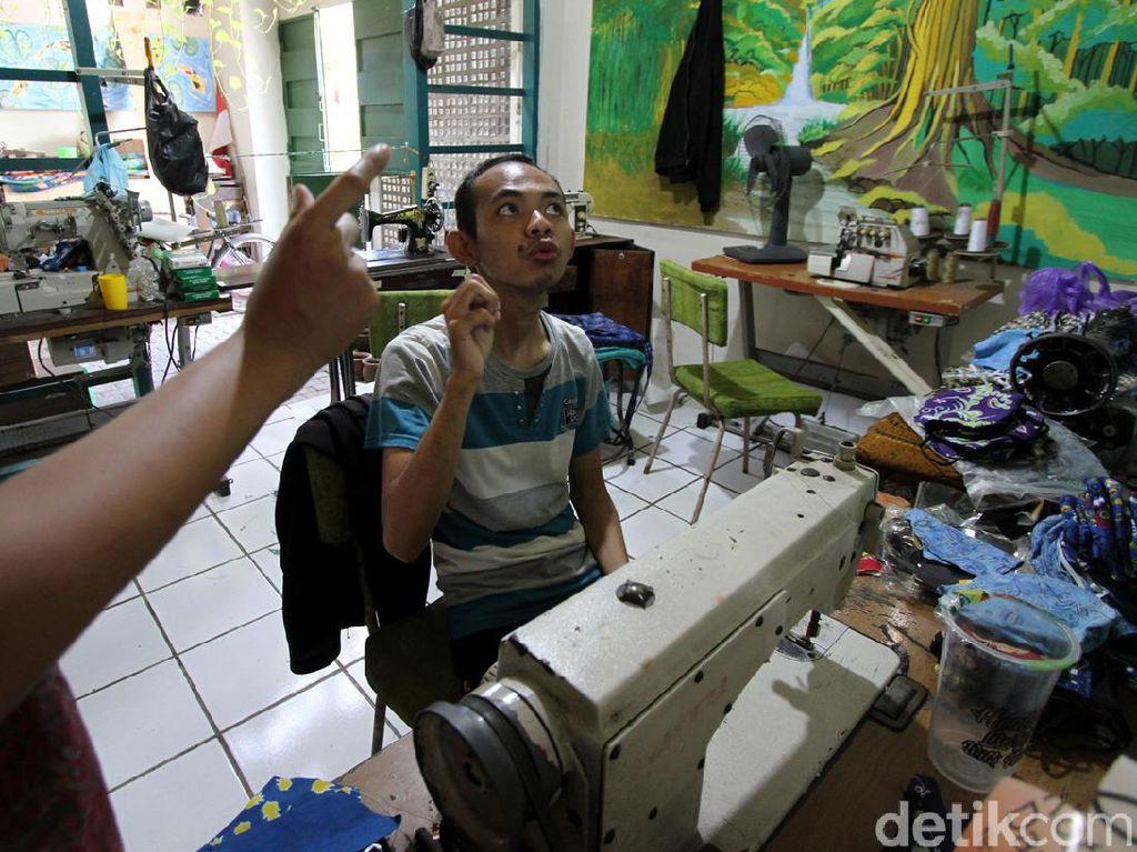 Perajin Difabel di Solo Berkarya Lewat Batik