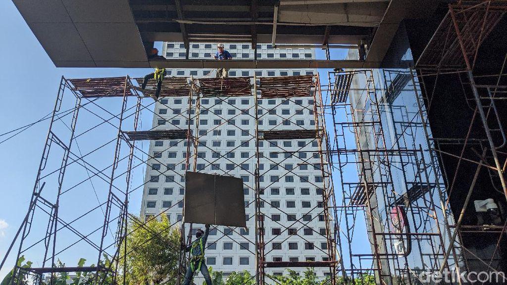 Perbaikan Plafon Lobi KPK yang Jebol Terus Berlanjut