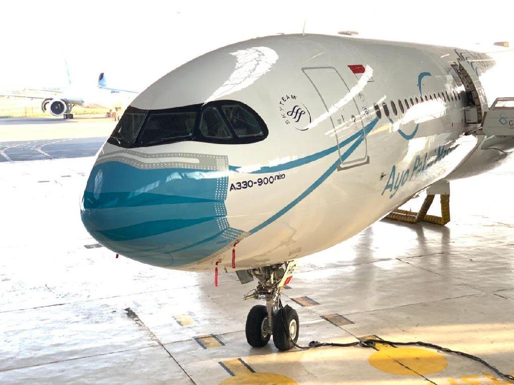 Pesawat Garuda Indonesia Pakai Masker