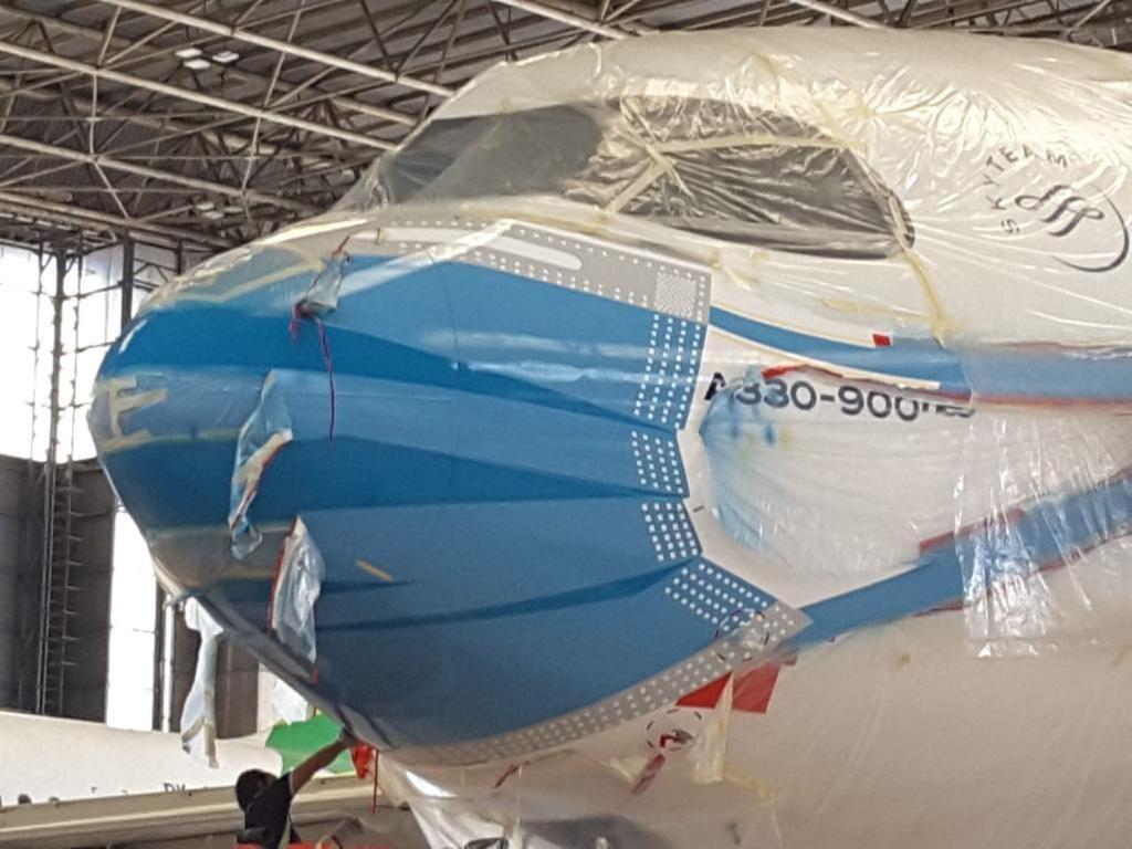 Melihat Penampakan Pesawat Garuda Indonesia Kenakan Masker