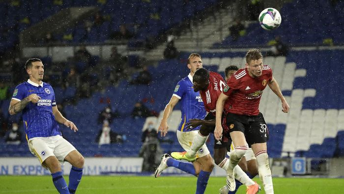 BRIGHTON, ENGLAND - SEPTEMBER 30: Scott McTominay of Manchester United scores his sides first goal during the Carabao Cup fourth round match between Brighton and Hove Albion and Manchester United at Amex Stadium on September 30, 2020 in Brighton, England. Football Stadiums around United Kingdom remain empty due to the Coronavirus Pandemic as Government social distancing laws prohibit fans inside venues resulting in fixtures being played behind closed doors. (Photo by Matt Dunham - Pool/Getty Images)