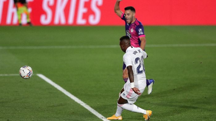 MADRID, SPAIN - SEPTEMBER 30: Vinicius Junior of Real Madrid scores his teams first goal during the La Liga Santander match between Real Madrid and Real Valladolid CF at Estadio Santiago Bernabeu on September 30, 2020 in Madrid, Spain. Football Stadiums around Europe remain empty due to the Coronavirus Pandemic as Government social distancing laws prohibit fans inside venues resulting in fixtures being played behind closed doors. (Photo by Gonzalo Arroyo Moreno/Getty Images)