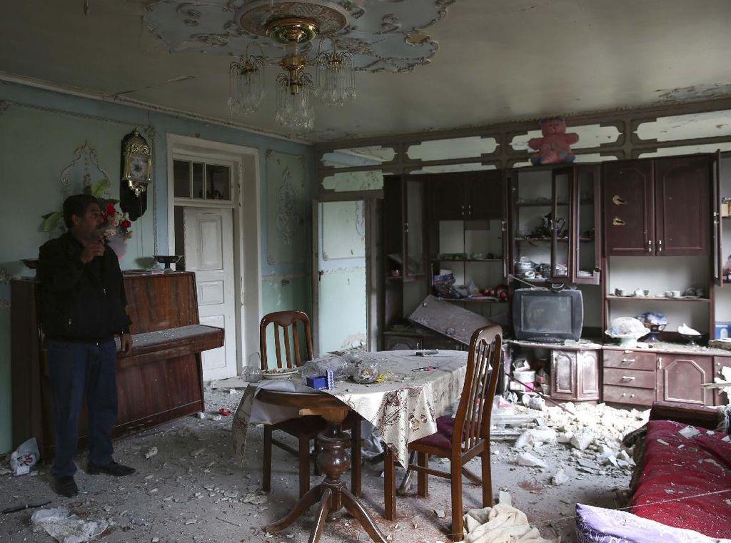 Rumah-rumah Ini Rusak Akibat Perang Armenia-Azerbaijan