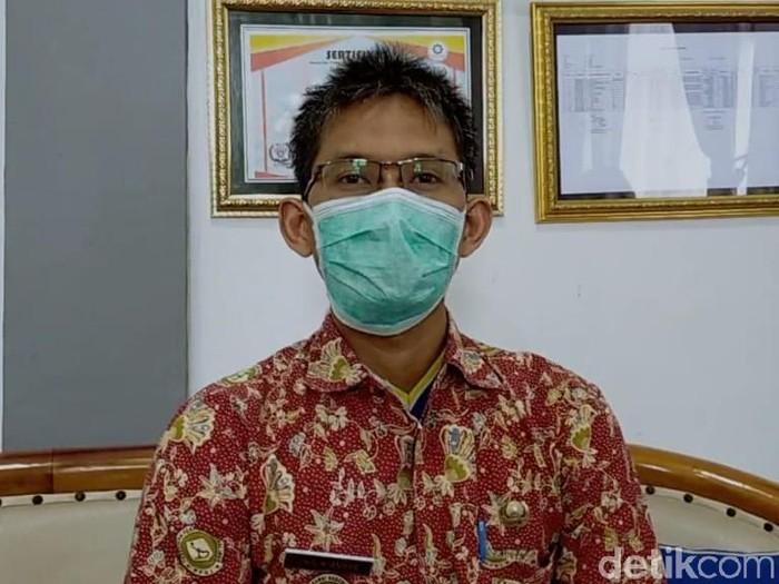 Petugas Satgas COVID-19 di Surabaya dilumuri kotoran oleh istri pasien positif COVID-19. Ada tiga petugas yang dilumuri.
