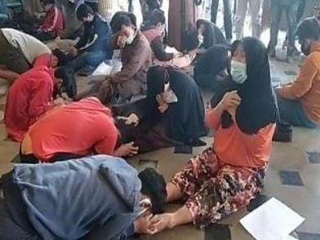 Biar Kapok! 18 Remaja Tawuran Ditantang Uji Nyali-Dihukum Cium Kaki Ibu