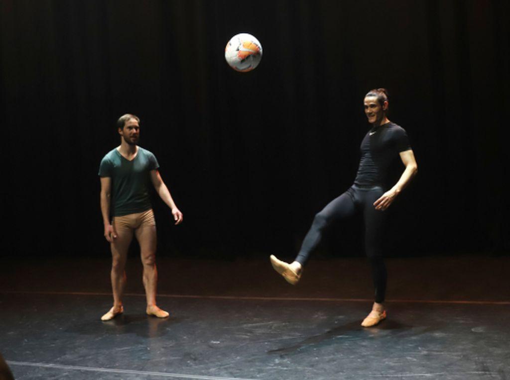 Edinson Cavani Tak Cuma Jago Main Bola, Balet pun Bisa