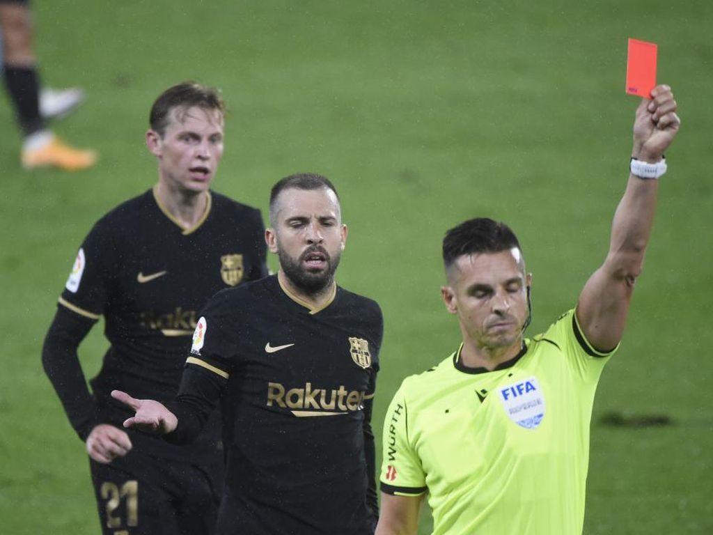Momen Kompak Messi dan Koeman: Kerubungi Wasit di Lorong Pemain