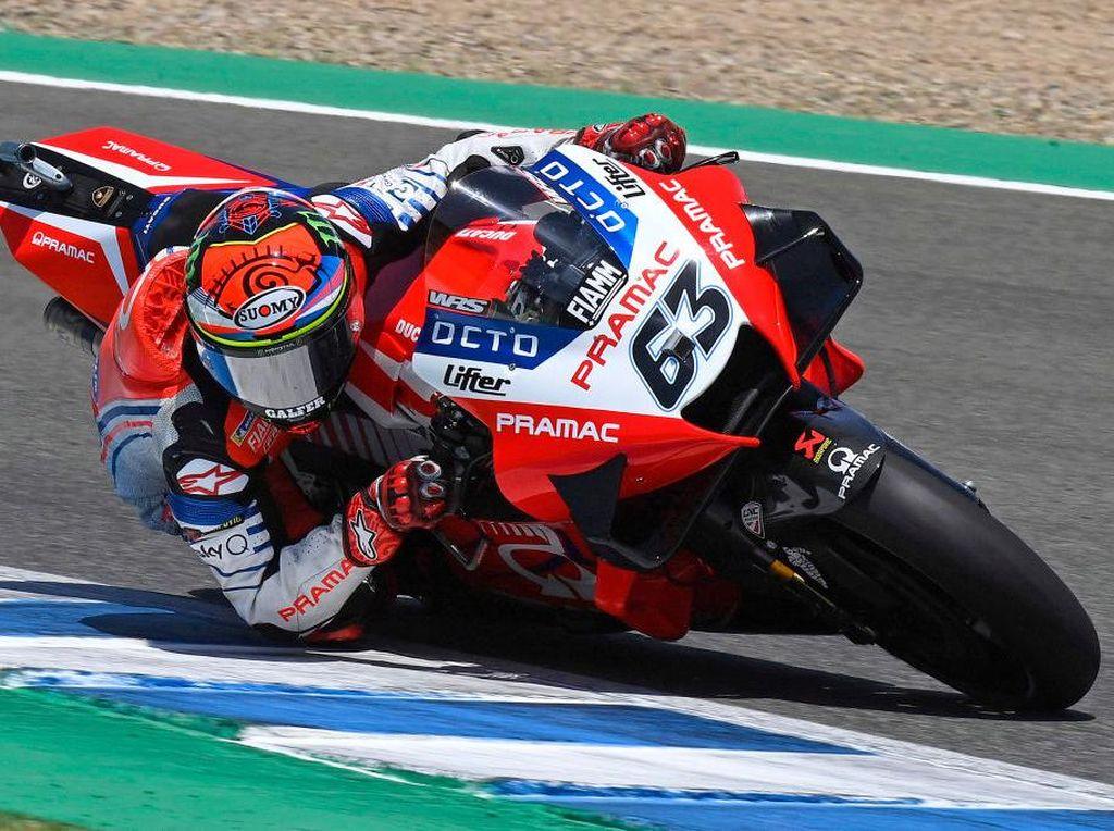 Momen Bagnaia Asapi Rossi di Jerez, eh Habis Itu Motornya Ngebul