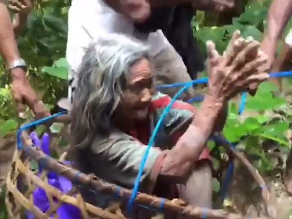 Haru! Nenek 80 Tahun Selamat Usai 10 Hari Terjebak dalam Jurang di Bali