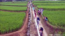 Warga Parungseah Sukabumi Pecahkan Rekor Batik Terpanjang