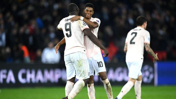 PARIS, FRANCE - MARCH 06:  Romelu Lukaku and Marcus Rashford of Manchester United celebrate during the UEFA Champions League Round of 16 Second Leg match between Paris Saint-Germain and Manchester United at Parc des Princes on March 06, 2019 in Paris, . (Photo by Shaun Botterill/Getty Images)