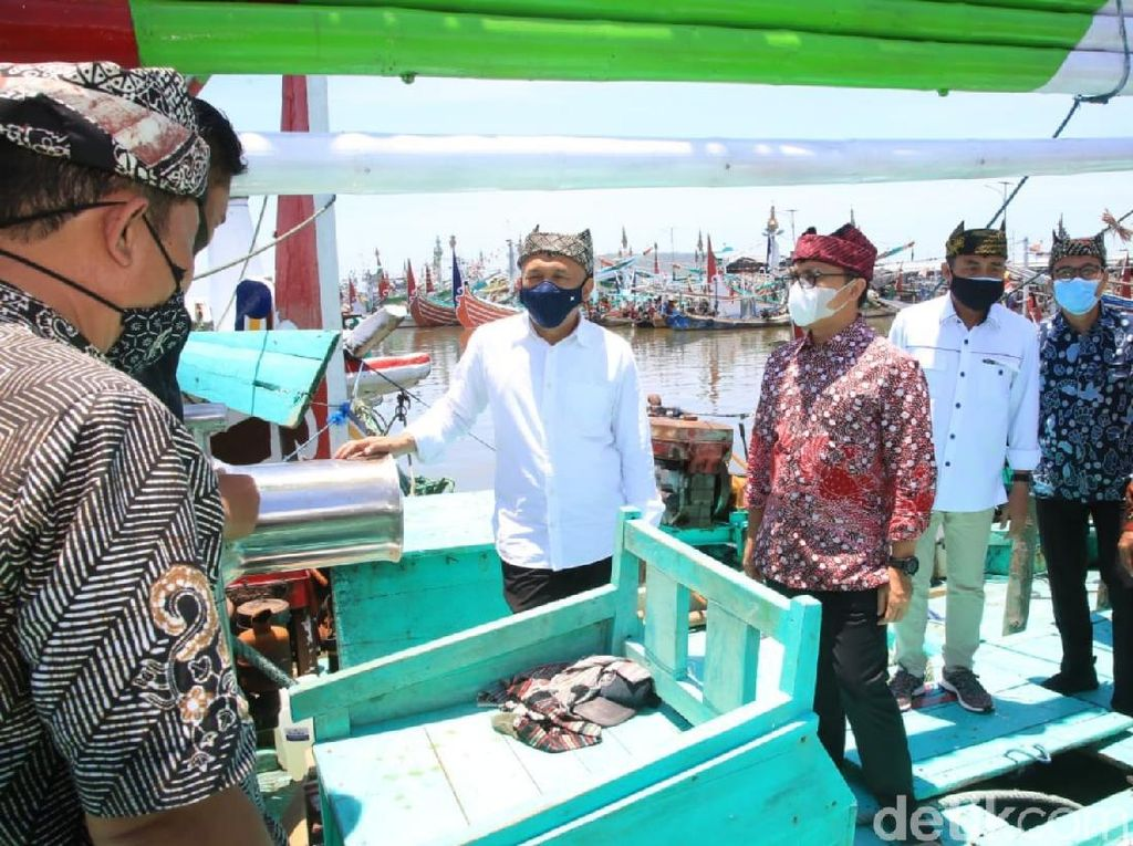 Menteri Teten Dorong Kesejahteraan Nelayan Banyuwangi dengan Koperasi