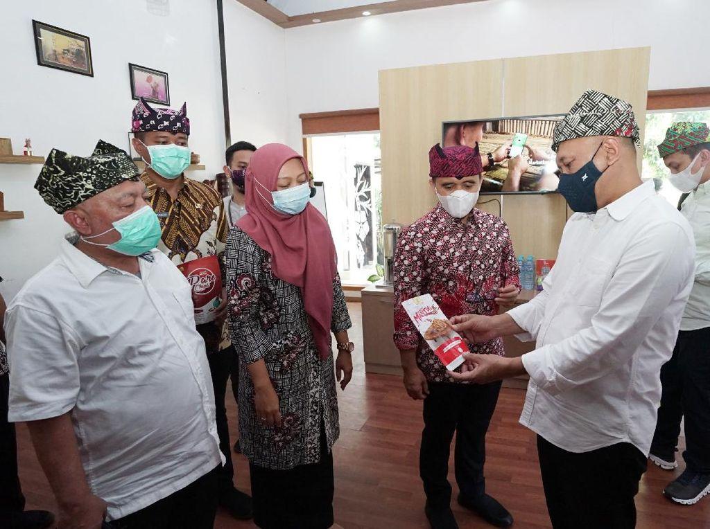 Menteri Teten Masduki Apresiasi Cara Banyuwangi Kembangkan Batik