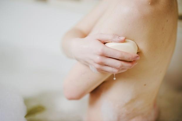 kandungan bahan-bahan alami di dalam sabun pepaya mampu memberikan manfaat yang baik bagi kulit