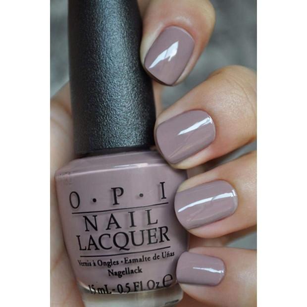 Di sisi lain produk lain memilih segala nail polish dengan warna pink, berbeda dengan OPI yang memilih kombinasi warna lavender dan abu-abu muda.